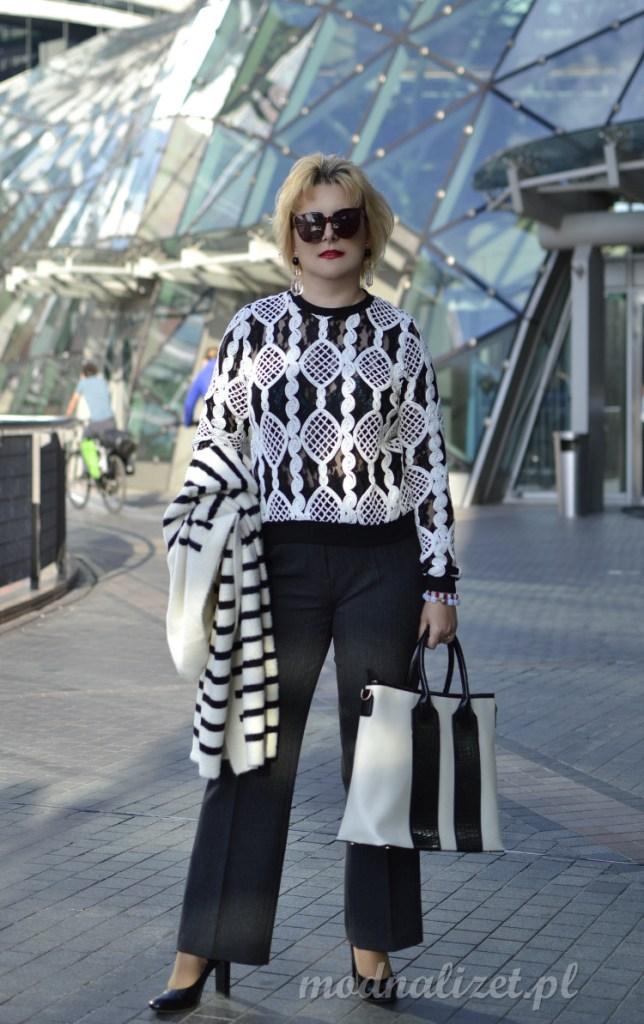 Czarne spodnie i sweter