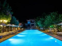 cómo iluminar una piscina