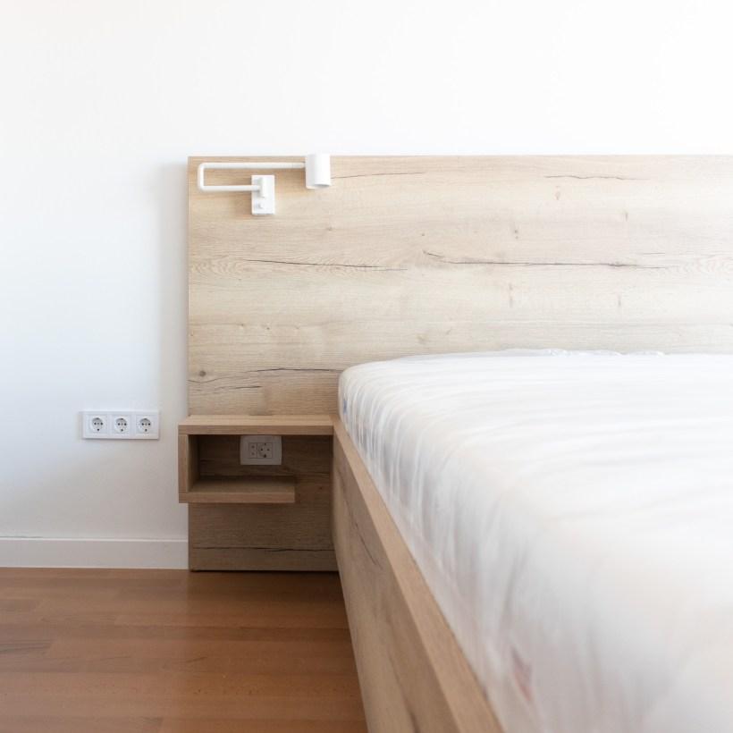 Bračni krevet po mjeri izrađen od drveta