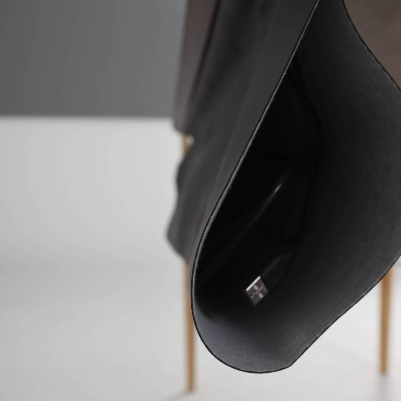 Torba za organizaciju kabela koja se montira ispod površine Conform Desk radnog stola