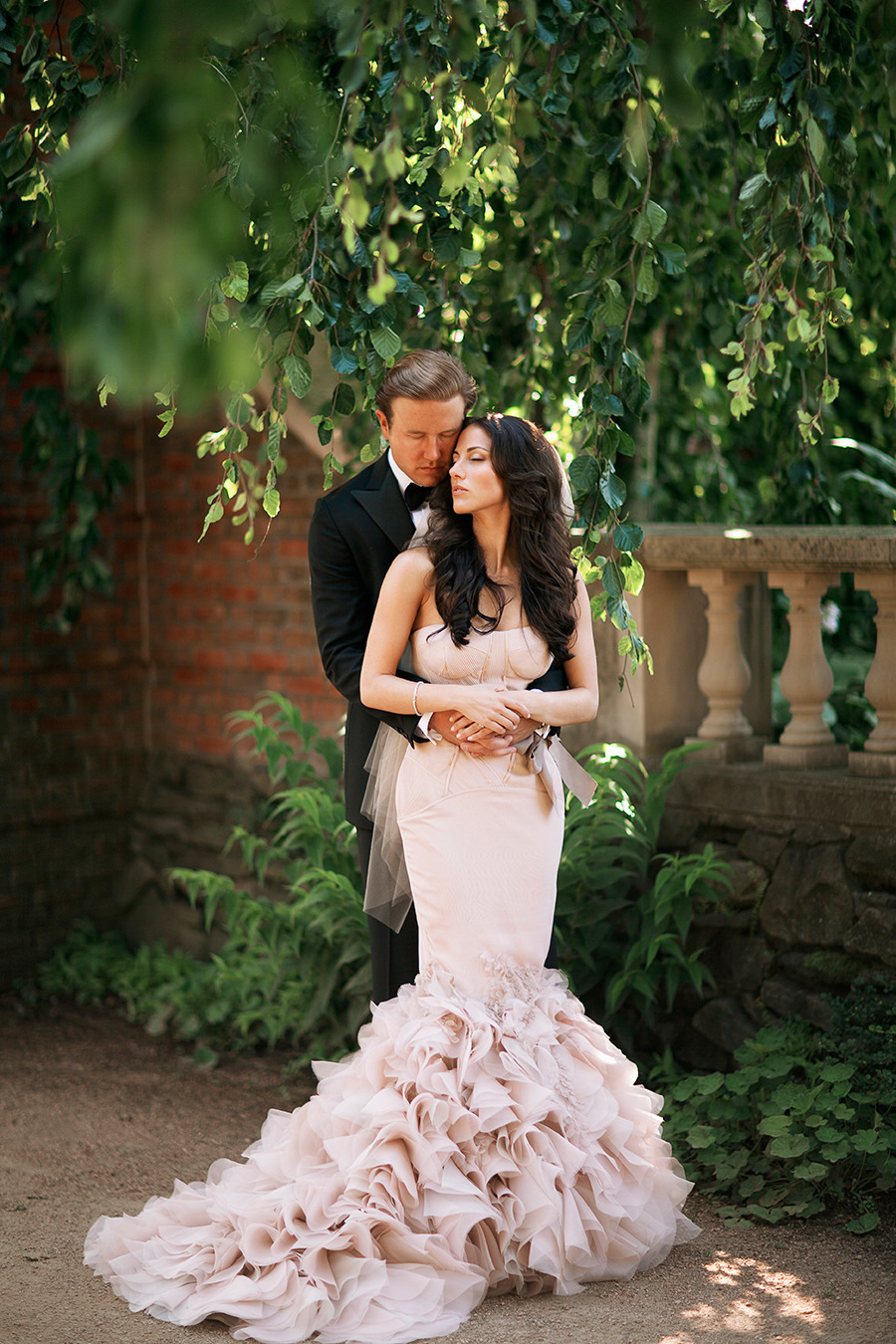 Bride Wears Pink Vera Wang At Chicago Botanic Garden