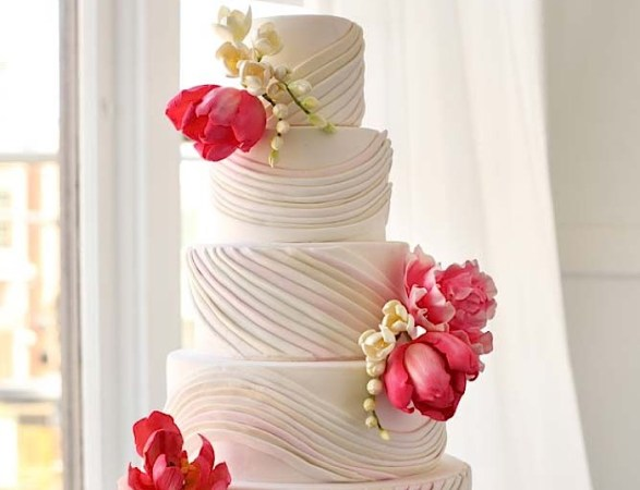 Blissfully Beautiful Wedding Cake Inspiration   MODwedding
