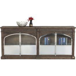 Sideboard: Chaletlook 2.0 Essen in den schönsten Räumen erhöht den Genuss – besagt eine chinesische Volksweisheit. Unsere rustikal-luxuriöse Kommode aus der Serie Mansion bietet hierfür schon mal die perfekte Grundlage. Sie beeindruckt mit einer großzügigen und massiven Erscheinung und dem spannungsreichen Kontrast der Oberflächen. Poliertes Metall und Glas treffen auf den urigen Charme von naturbelassenem