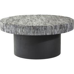 Tisch: Grandioses Design Der runde Couchtisch mit einzigartigen Kontrasteffekten wird durch den mattschwarzen Standfuß veredelt. Die Tischplatte besteht aus geschnitztem Büffelhorn und wirkt auf Grund der kompakten Stärke anschaulich massiv. Jedes Stück ist ein Unikat.