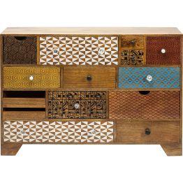 Kommode: Farbtupfer aus Mangoholz Reichlich Stauraum bietet dieser Schrank mit vierzehn Schubladen. Fein aufeinander abgestimmte Muster und Details setzen bei diesem Möbel aus der Serie Soleil gelungene Akzente auf warmem Edelholz. Wer außergewöhnliches Design liebt