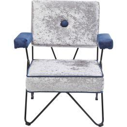 Stuhl: Serie für Individualisten Individuell gestalteter Armlehnstuhl