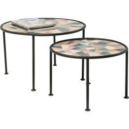 Set aus zwei reizvollen Beistelltischen. Reduziert gestaltetes Gestell aus schwarzem Rundrohr. Besonders charmant: die runden Tischplatten mit abstrakten Mosaik-Scherben in wertiger Marmor-Optik. Jedes Stück ein Unikat.