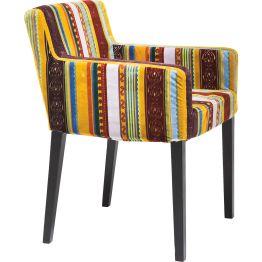 Stuhl: Armlehnstuhl: Klassiker in neuem Gewand Die Suche nach außergewöhnlichen und extrem gebrauchsfesten Stoffen für Sitzhocker und Polsterstühle führte uns nach Flandern. Hier wurden wir bei einem Weber