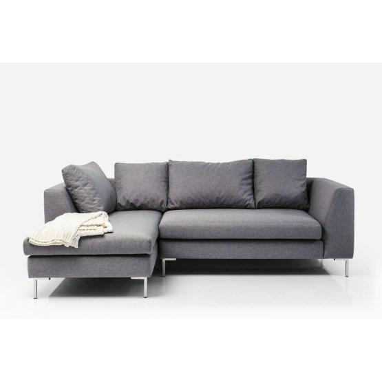 Modernes und komfortables Ecksofa in geradliniger