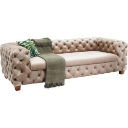 Sofa:Luxe lounging Mit dem Sofa My Desire gewinnt die Einrichtung an Star Qualität denn es macht das Wohnzimmer zur Luxuslounge. Als moderne Hommage an das legendäre Chesterfield Sofa mit seinen typischen Details wie den Arm- und Rückenlehnen in gleicher Höhe sowie der durchgehenden Kapitonierung mit den all over buttons