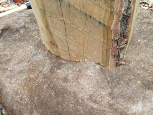 石の凹凸と、柱の調和