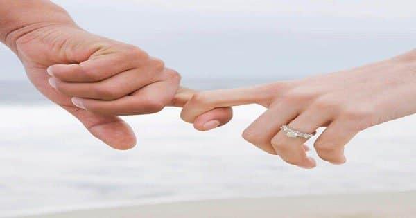 تفسير حلم شخص تحبه يمسك يدك للعزباء مفسر