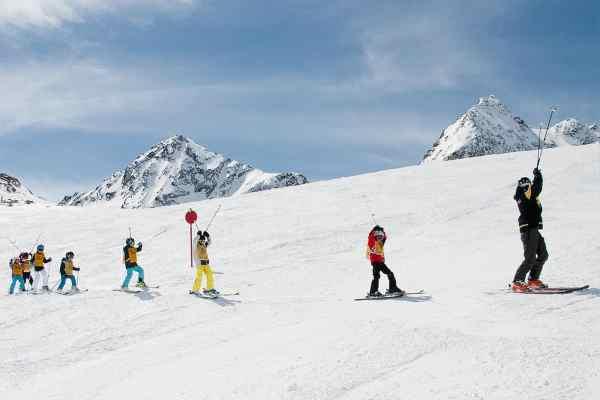 Skiübung mit den Kindern