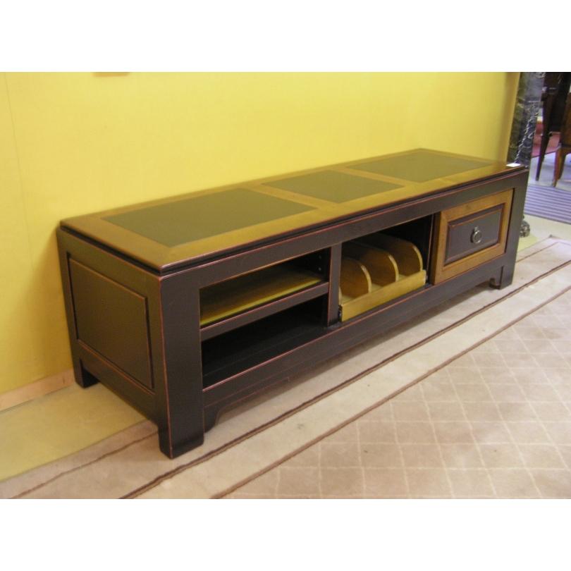 meuble bas en bois noir porte