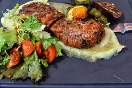 Χοιρινό ψαρονέφρι με αρωματικά λαχανικά σχάρας και πουρέ πατάτας