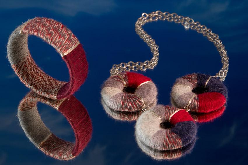 Naszyjnik i bransoletka z serii Wełniaki