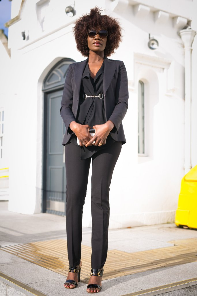 ALL_BLACK_TROUSER_SUIT_AND_GUCCI_SANDALS