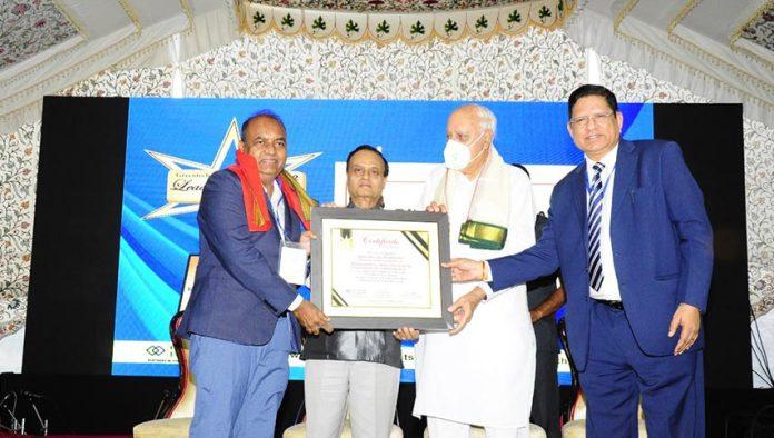 mahatransco cmd receives greentech leading director award