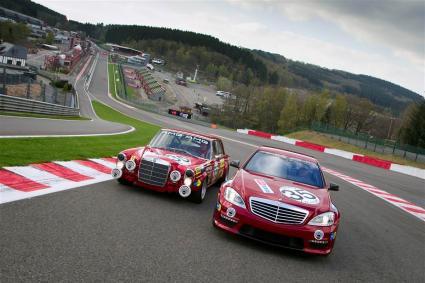 Mercedes 300 SEL 6.8 AMG neben Mercedes S 63 AMG Thirty-Five