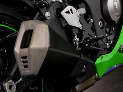 Details-ZX-10R exhaust-2 2011