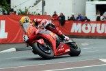One for the hero: Mr. McPint fuhr zur Feier des Mannes die TT in Joey Dunlops Farben.