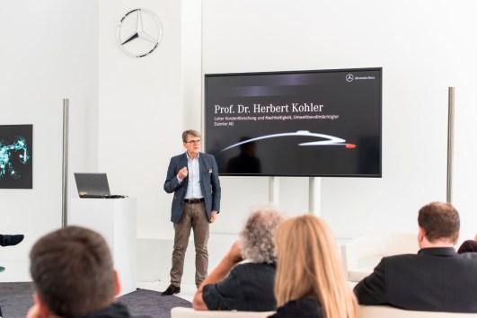 """Dr. Kohler sieht nicht so aus, ist aber eine coole Sau. Sein Schlusswort ist das pragmatische: """"Wir denken da alle viel zu kompliziert. Die echten Lösungen werden viel einfacher sein."""""""