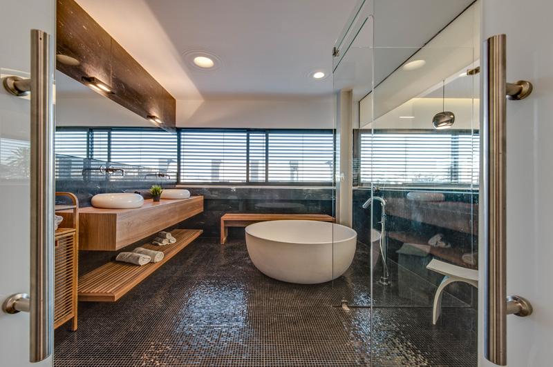 sive-plocice-u-kupaonici-1