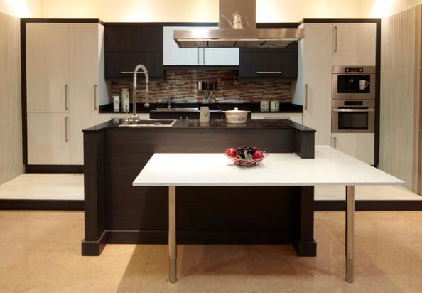 20 modernih kuhinja u smeđim tonovima