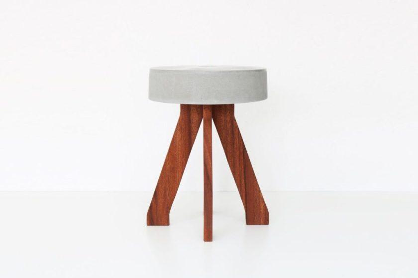 DIY - jednostavna stolica izrađena iz drva i betona