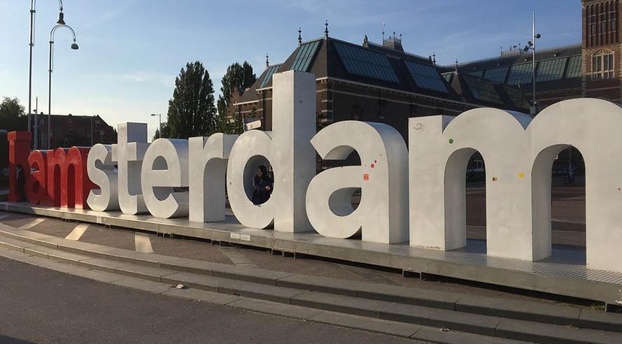Femke Halsema zet I Amsterdam-letters terug!