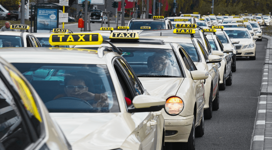 UITSLAG POLL: Normale taxi boven Uber