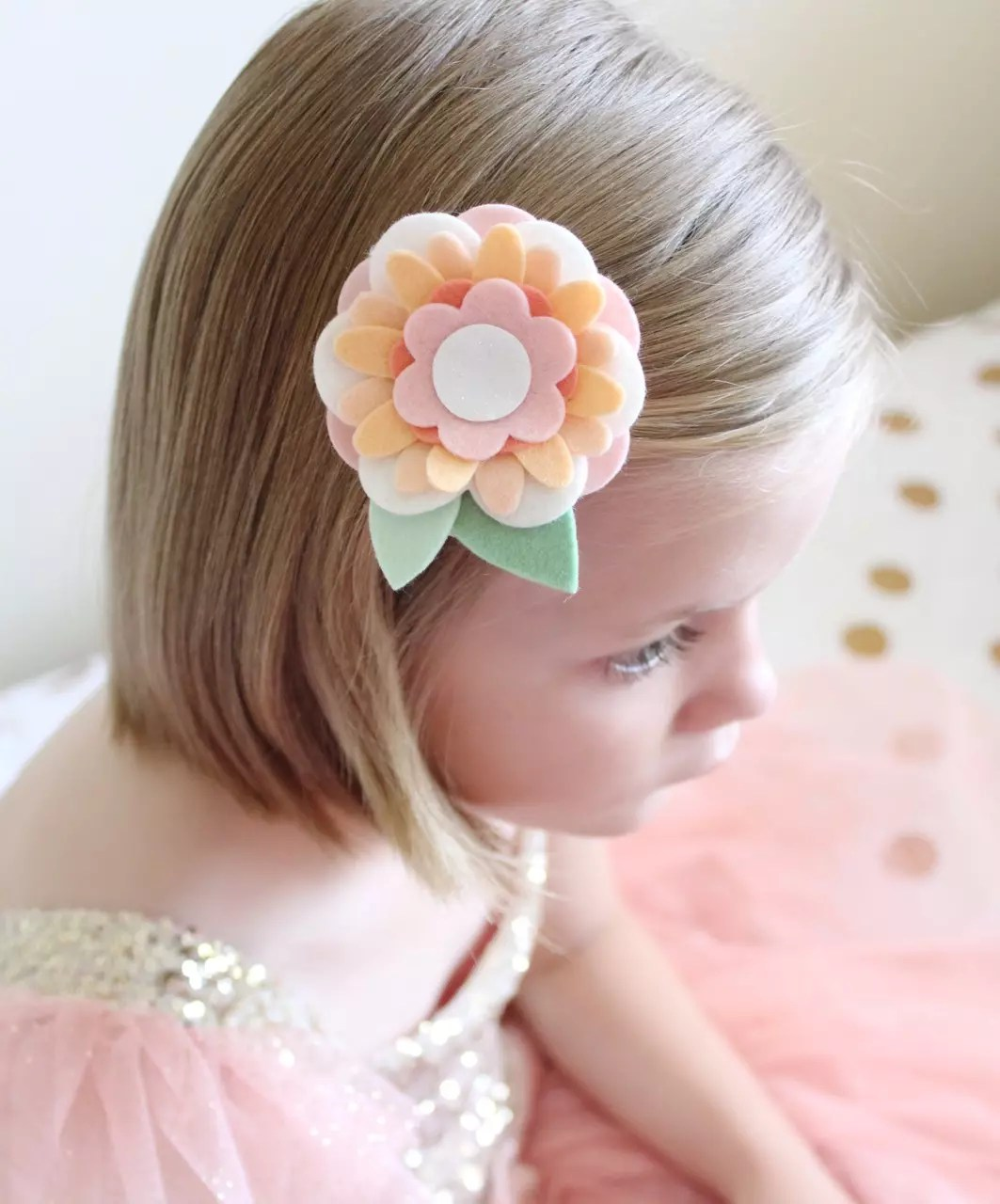 how to wear a flower clip in your hair