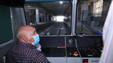صورة الوزير يستقل جرار اختبارات أعمال السكة لمشروع قطار LRT في المسافة بين محطة نيوهليوبوليس ومحطة بدر بطول ٦ كم