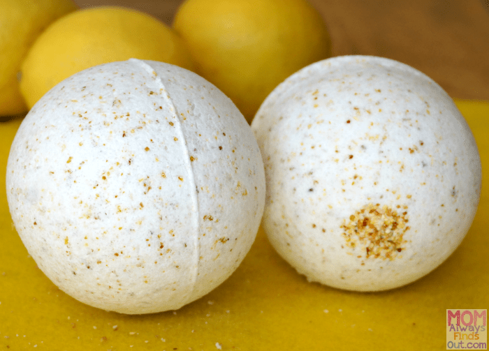 How to make LUSH inspired bath bombs Lemon Vanilla Bath Bomb recipe and directions by @momfindsout