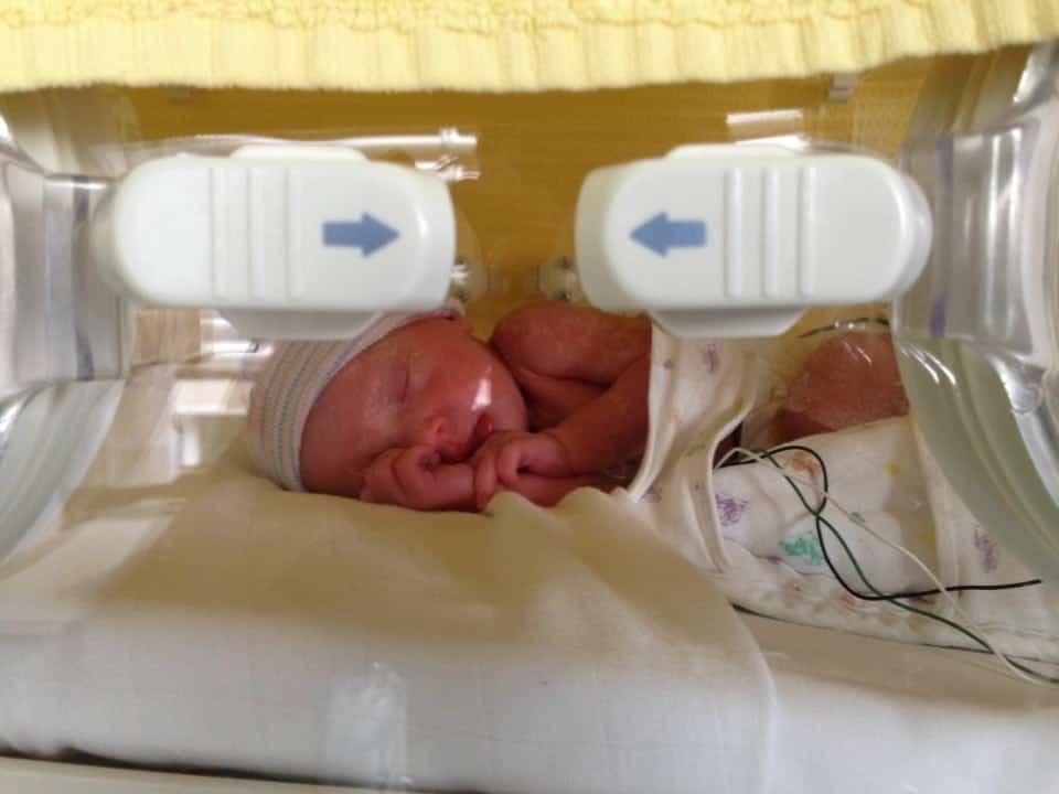 geboortekaartje bij vroeggeboorte, Mijn dochter kwam 6 weken te vroeg , kleine meisjes worden groot