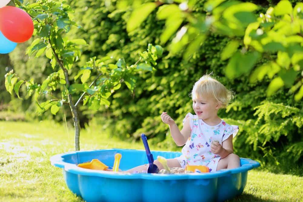 kindvriendelijke tuin met zwembad