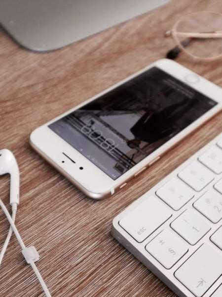 10 handige verborgen functies van iPhone oordopjes