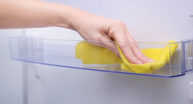 how to clean a fridge with vinegar and baking soda