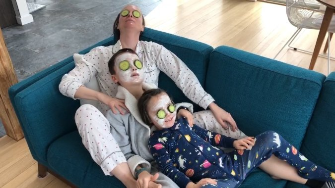 Things to do indoors on a snow day with kids-- family spa day