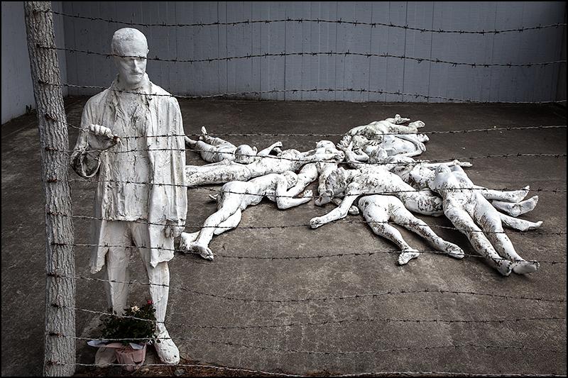 holocaust-memorial-sculpture-2