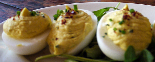 The Best Ever Simple Deviled Eggs Recipe to Make: I was in Virginia visiting my family and a family member made deviled eggs. It reminded me of this recipe.