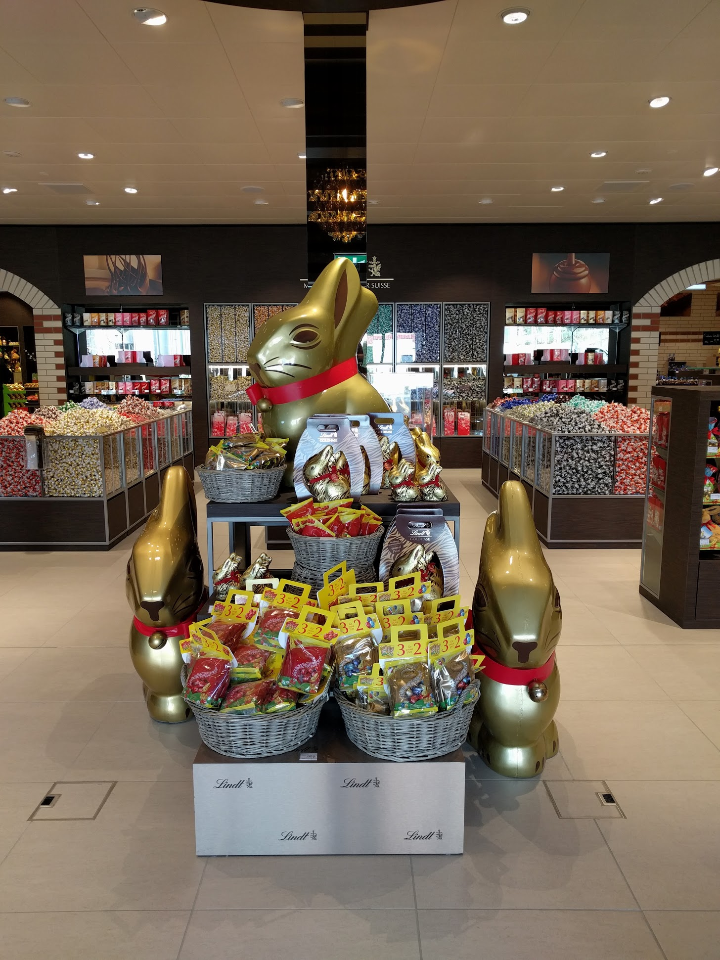 The new Lindt Chocolate Shop in Kilchberg