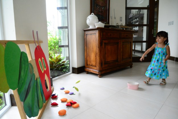 This simple game that was inspired by Pinterest was Nino's labor of love for the party. Gelli still likes to play this game with the bean bag fruit that Tita Maricel hand made for her special day.