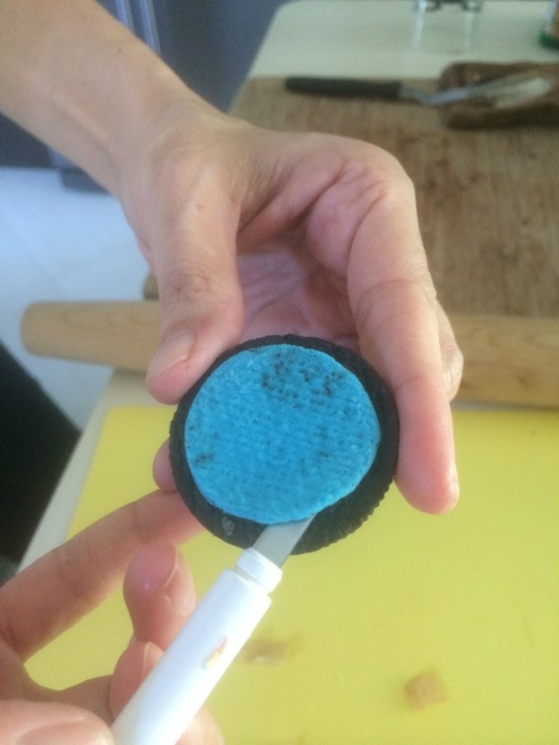 Open up your Transformer Oreos and carefully remove the blue filling for your owls big eyes.