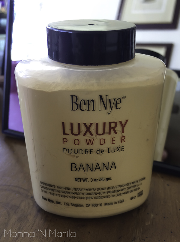 Using this loose powder can help keep your eyes clean. Apply under your eyes so that you can brush away any eyeshadow that might have fallen during application.