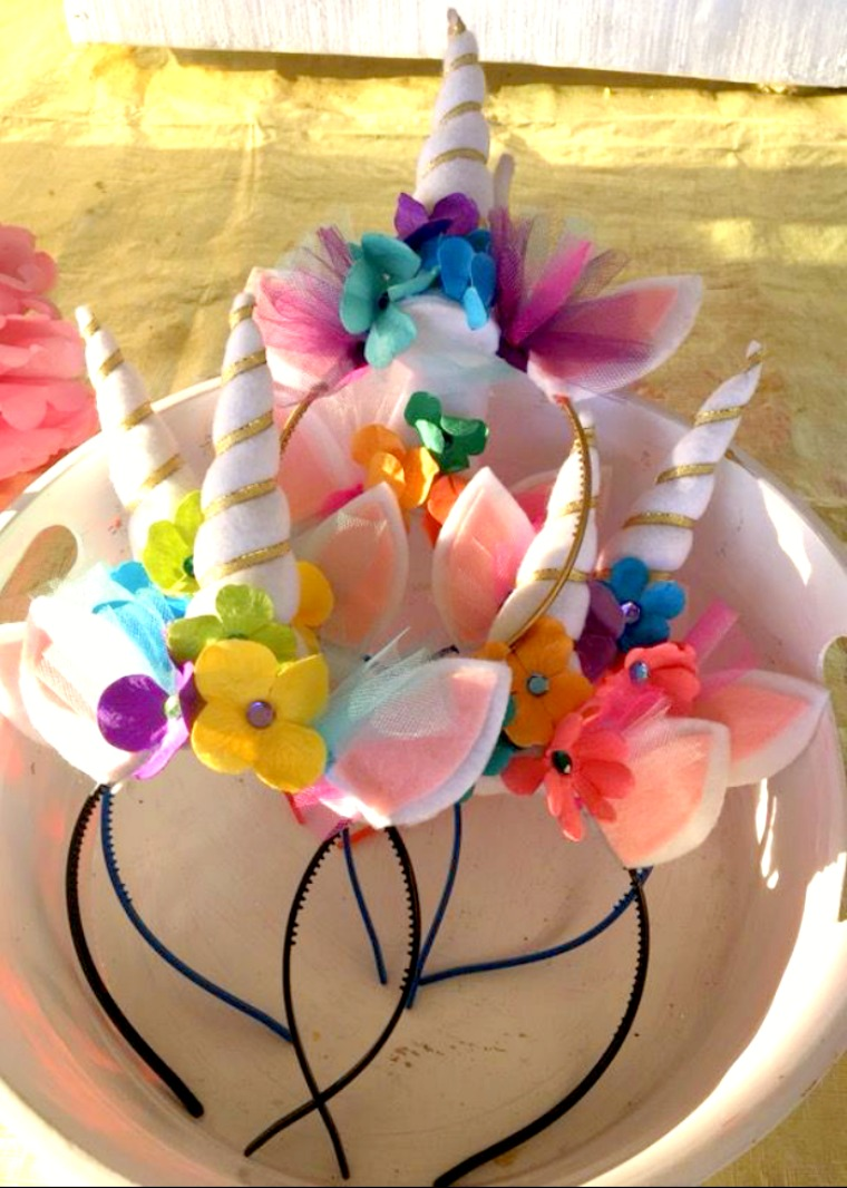 Unicorn horn headbands- www.mommininapinch.com/Unicorn-rainbow-birthday-party/