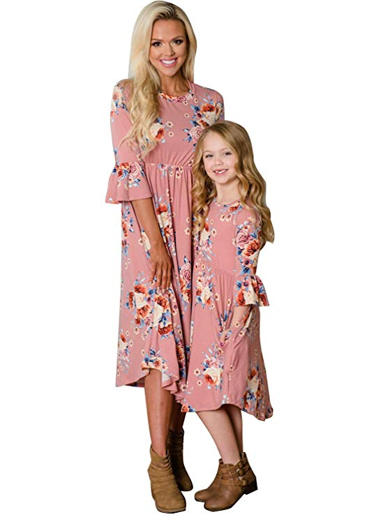 Bell sleeve mommy and me dresses http://www.mommininapinch.com/mommy-me-dresses/