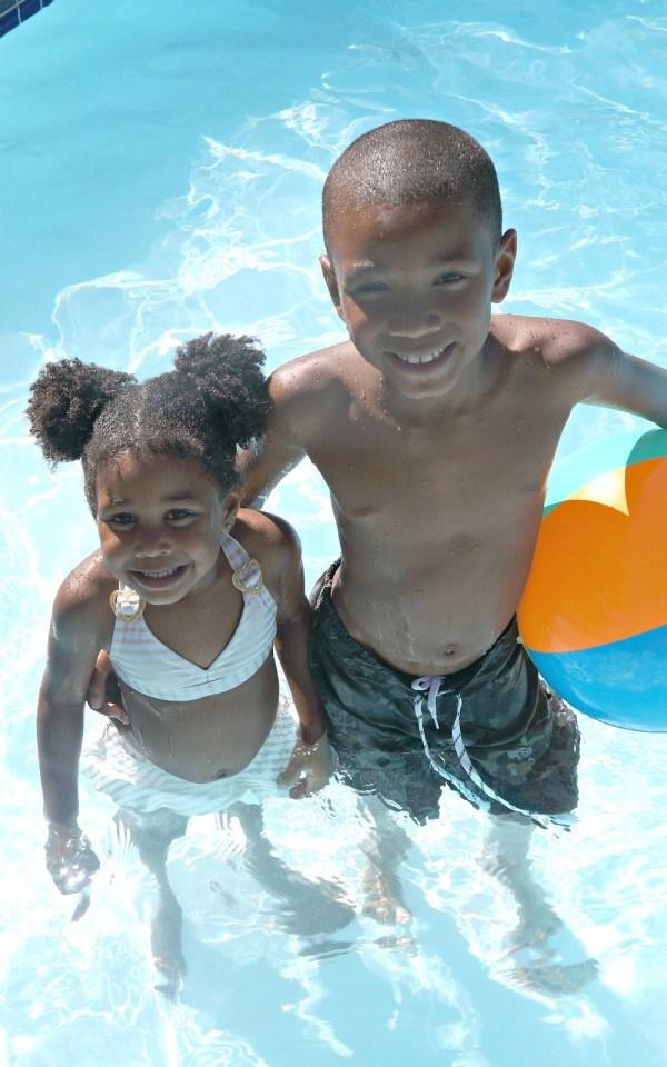 Kids in the swimming pool, mommyGAGA.com