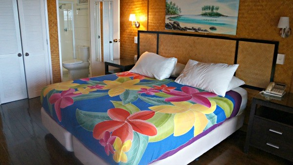 Palm Grove Resort, Rarotonga, Cook Islands, tropical king sized bed in beach front bungalow number 4