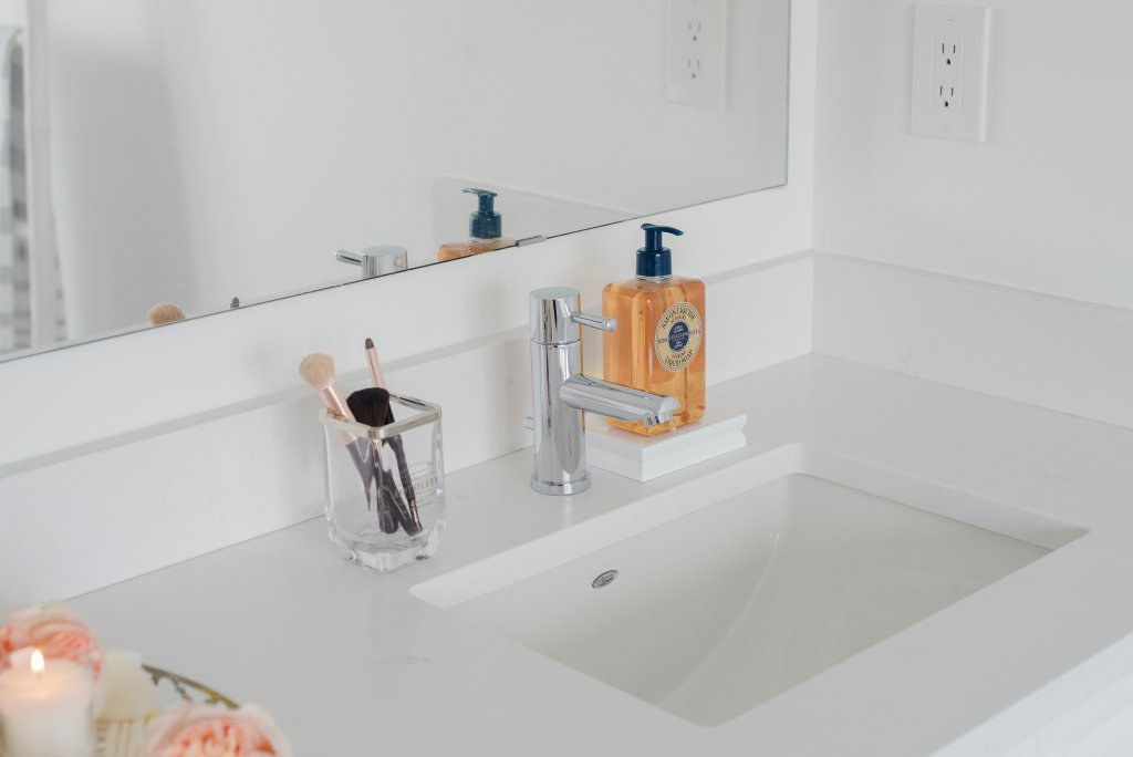 Why we chose quartz for our bathroom counter